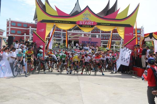 Gubernur Lepas 91 Pembalap TDS Stage 5 Limapuluh Kota