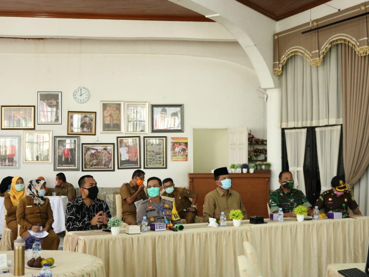 Pemerintah Kabupaten Lima Puluh Kota mengadakan video conference dalam rapat koordinasi kebutuhan daerah terkait covid-19 bersama Kemendagri